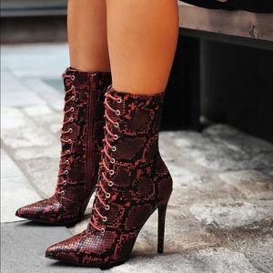 Snakeskin fashionnova booties